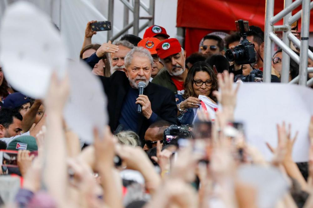 Lula deixa carceragem da PF em Curitiba - Paracatunews